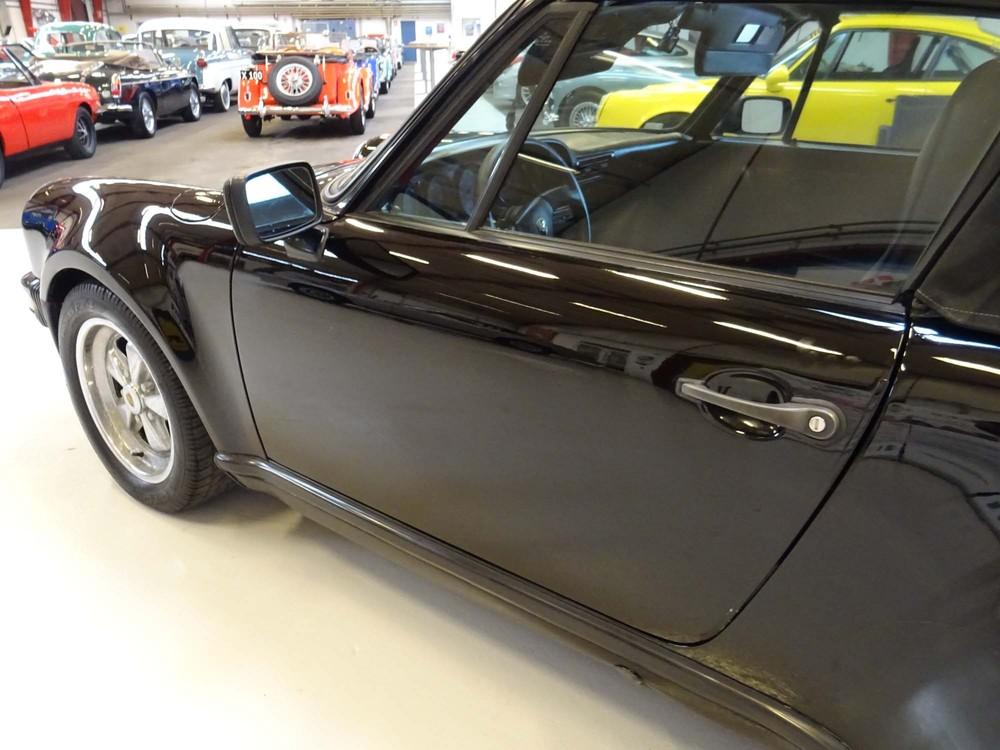 Porsche 911 Turbo (930) replica